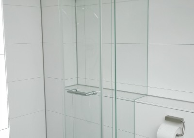 Dusche-Glasausschnitt-Raahmenlos